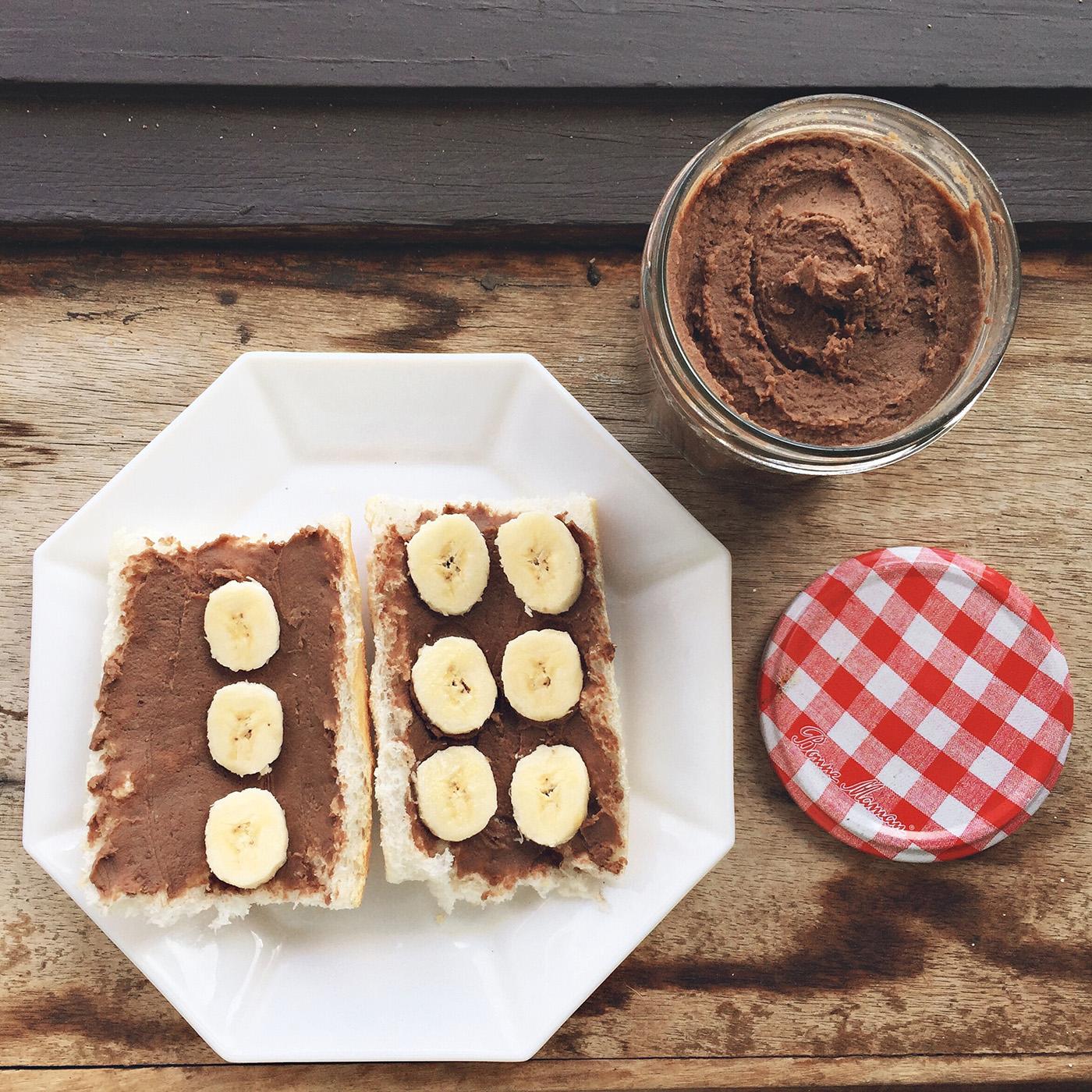 Tartines et houmous au chocolat
